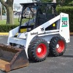 743-bobcat-skidsteer-mechine